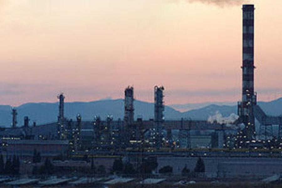 Refinería Repsol en Tarragona, España.