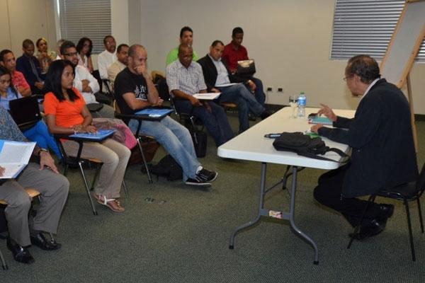 Cada año, este centro ofrece varios cursos de preparación a jóvenes con aptitudes para la escritura.