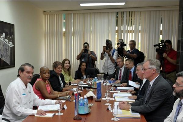 """La parte cubana aseguró que las negociaciones se han desarrollado """"con normalidad y sobre bases de igualdad y respeto mutuo""""."""