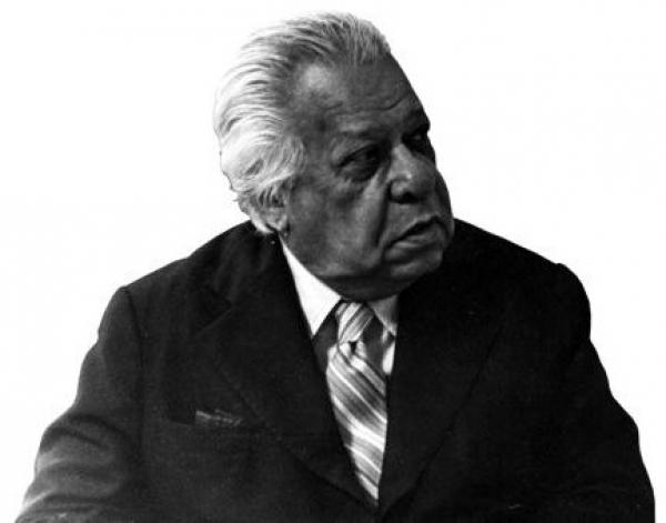 El Premio de Poesía Nicolás Guillén se convoca con el propósito de fomentar la creación y promoción de ese importante género.