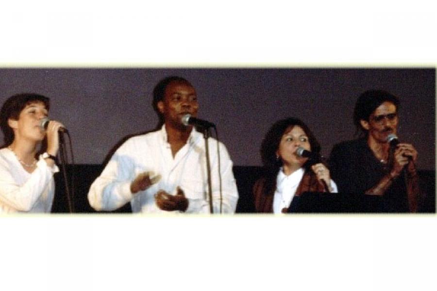 Jorge García a la izquierda durante concierto Homenaje al Grupo de Experimentación Sonora del ICAIC.