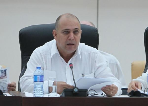 Roberto Morales, Ministro de Salud