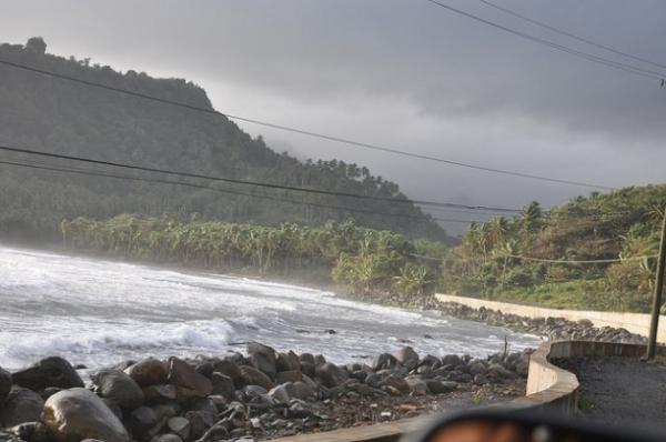 Un muro de contención en Dominica. Un informe actual conluyó que se necesitan medidas específicas para proteger a los pequeños estados insulares del aumento del nivel del mar.