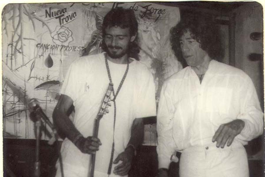 Con Carlos Ruiz de la Tejera en el Té de Jorge (Patio de María)