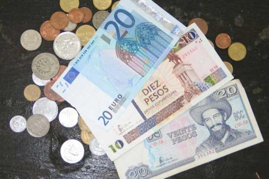 El cambio del dólar en la Cadeca abrió a 0,96 CUC por unidad.