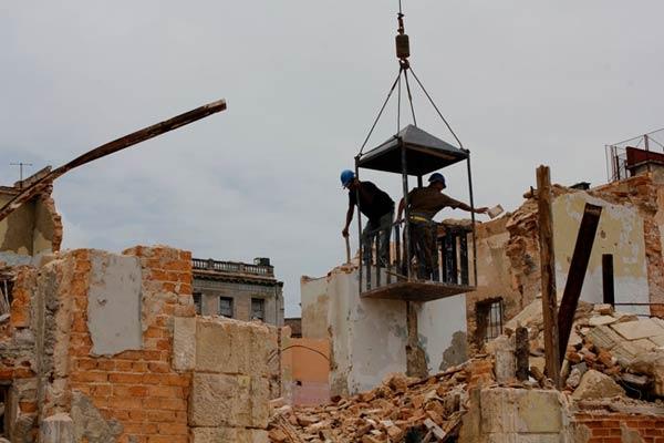 Las autoridades pretenden que el grueso de las actividades productivas en la construcción pase paulatinamente al sector no estatal.