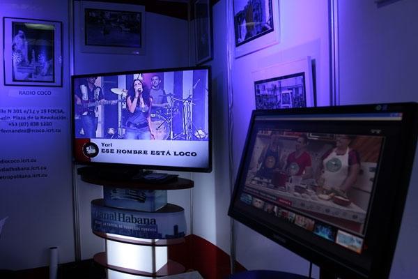 Como plataforma de experimentación, Circuito Líquido organiza y promueve la Muestra de Video Screening, talleres, conferencias y seminarios.