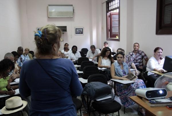 Para más información deben contactar a la profesora Yamila González por los correos: yamila@lex.uh.cu o degijoya@yahoo.com.