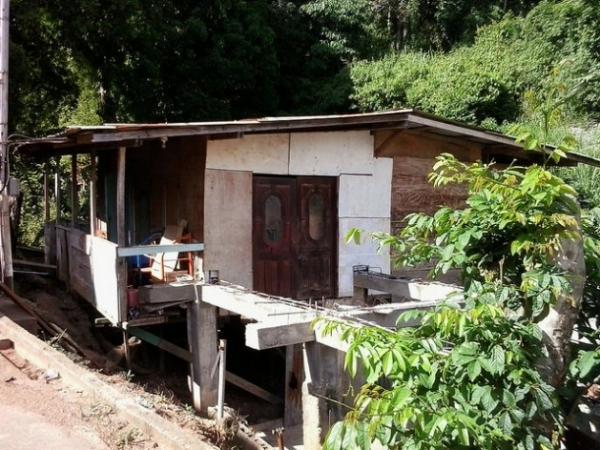 A medida que aumenta la posibilidad de desastres naturales, los asentamientos irregulares, como este de Trinidad, son causa de preocupación en Jamaica, donde se estima que 20 por ciento de la población vive en construcciones precarias.