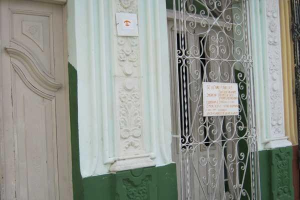 Cada vez más, las personas propietarias optan por alquilar portales, garajes o terrazas a trabajadores por cuenta propia, explicó Granma.