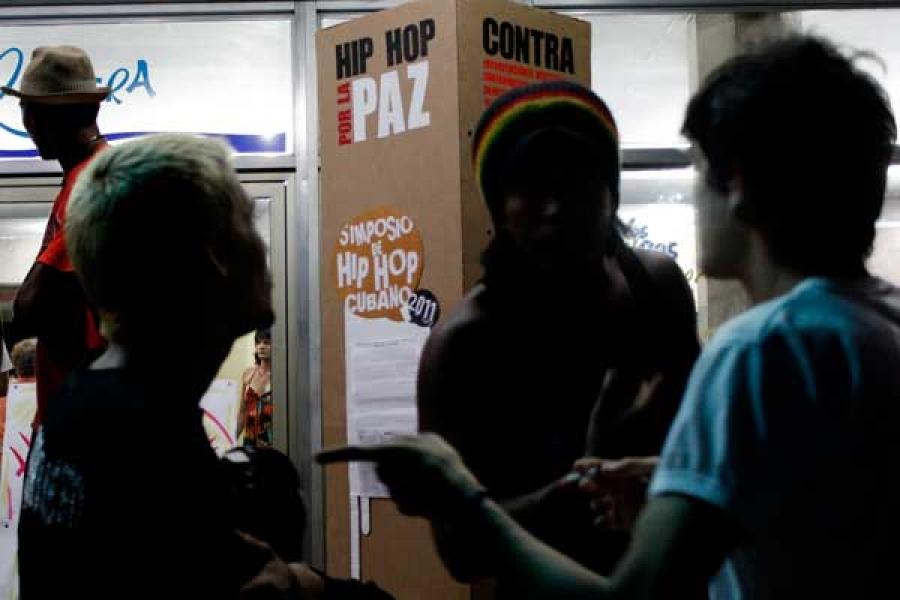 El rap, una de las variantes del hip hop, se caracteriza por el recitado de la letra de las canciones sobre la base de músicas de otros artistas ya conocidos