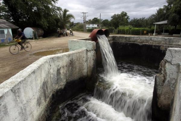 Una de las calles principales del pueblo de Cauto Cristo, a 730 kilómetros al este de La Habana. Las deficiencias de la vialidad rural en Cuba obstaculizan el desarrollo agropecuario del país.