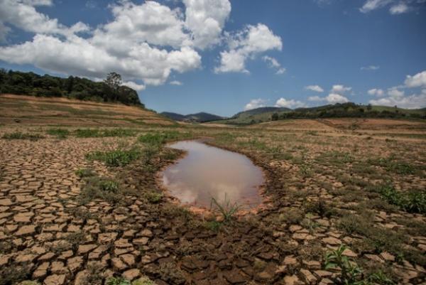 Un pequeño charco es lo que quedó en una de las represas del Sistema Cantareira, que abastecía casi la mitad de la Región Metropolitana de São Paulo.