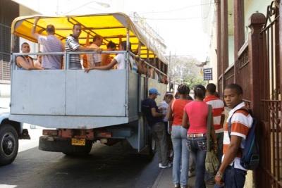 Más de un millón de pasajeros deben moverse cada día en la capital de la isla caribeña.