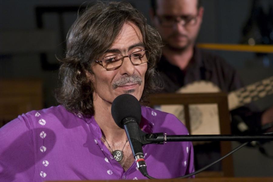 Jorge García durante la grabación del DVD Trovadamente. Iglesia de Paula. La Habana Vieja