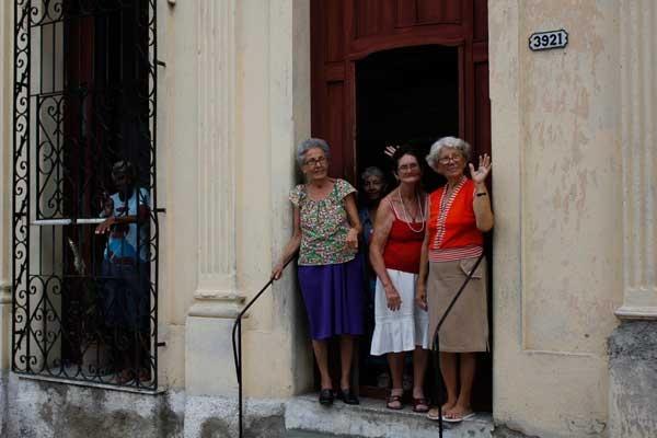 El envejecimiento poblacional requiere de políticas y acciones efectivas, según la científica.