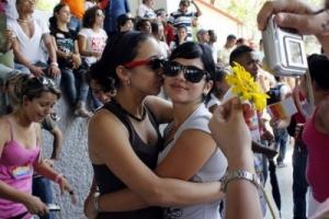 Servicios de salud en Cuba no asisten igual a las lesbianas
