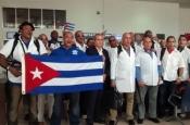 Cuba recibe a médicos que combatieron el ébola